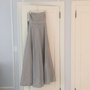 Strapless BR ball gown (great for prom/weddings)